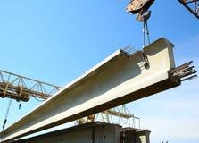 混凝土结构培养在蓝天背景的起重机 库存图片