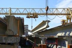 混凝土结构培养在蓝天背景的起重机 免版税库存照片