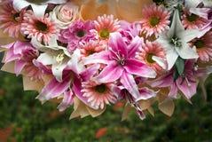 混合人造花biuquet 库存照片