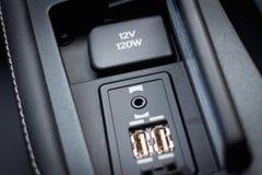 混合动力车辆手机的USB充电器 免版税库存照片
