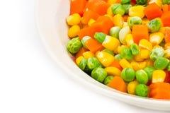 混合在一个碗的菜在白色背景 免版税库存图片