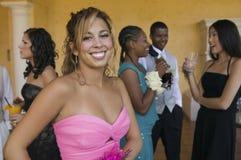 混合在学校舞蹈的穿着体面的少年 免版税库存照片