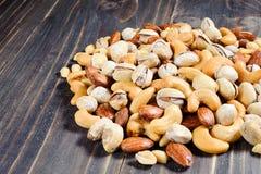 混合杏仁,腰果,花生,开心果 免版税库存图片