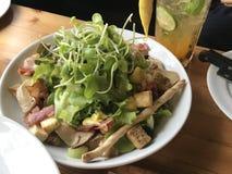 混合沙拉有新鲜的夏天菜顶视图 库存照片