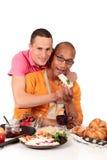 混合的夫妇种族快乐厨房 库存图片