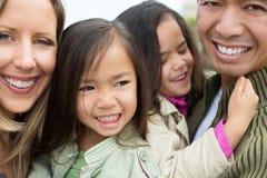 混合的族种家庭 免版税库存图片