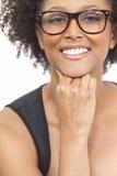 混合的族种非裔美国人的女孩佩带的玻璃 免版税图库摄影