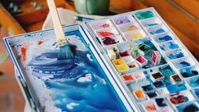 混合的水彩创造新的树荫蓝色调色板 股票录像