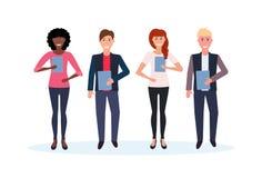 混合种族拿着文件夹的商人一起站立愉快的人妇女办公室工作者男女卡通人物 皇族释放例证