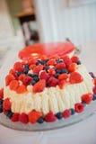 混合莓果蛋糕 库存照片