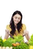 混合菜沙拉的可爱的女孩 库存照片