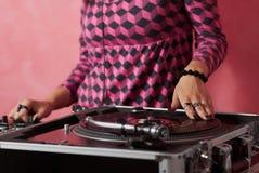 混合音乐的dj女性现有量 库存图片