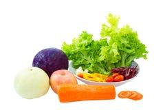 混杂的在白色隔绝的水果和蔬菜 免版税库存照片
