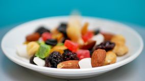 混杂的干坚果和果子 健康食物和快餐 影视素材