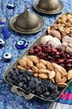 混杂的干果子和坚果在东方样式 免版税库存图片