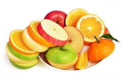 混杂的果子切片、新鲜水果沙拉,苹果计算机梨橙色和绿色苹果 库存照片