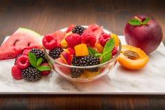 混杂的水果沙拉用新鲜水果 免版税库存图片