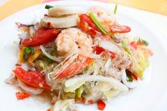 混杂的海鲜和猪肉辣泰国沙拉 免版税库存图片