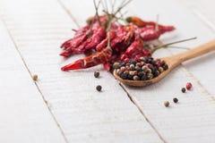 混杂的胡椒和辣椒在木背景 免版税图库摄影