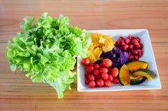 混杂的菜和水果沙拉 免版税库存图片