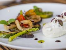 混杂的菜开胃小菜用卤汁泡用薄菏 免版税库存图片