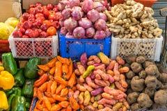 混杂的菜待售在市场上 免版税库存照片