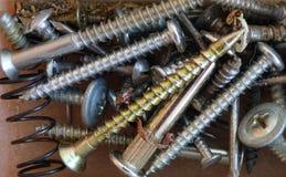 混杂的螺丝和钉子 免版税库存图片