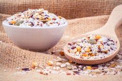 混杂的整个健康的五谷传统泰国米最佳的米 库存图片