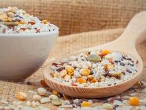 混杂的整个健康的五谷传统泰国米最佳的米 免版税图库摄影