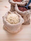 混杂的整个健康的五谷传统泰国米最佳的米 免版税库存照片