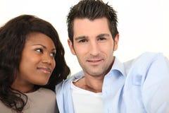 混杂种族夫妇微笑 库存图片
