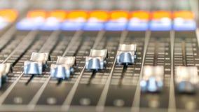 混音器控制在演播室 库存照片