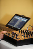 混音器控制板音频混合的控制台 免版税图库摄影