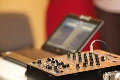 混音器控制板音频混合的控制台 免版税库存图片