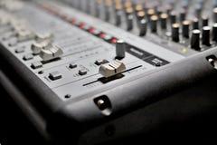 混音器,音频混合的控制台 免版税库存照片