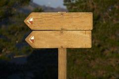 添加广告牌空白您文本的木头 库存照片