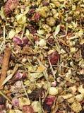 清凉茶和干草本 免版税库存照片