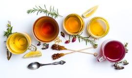 清凉茶在白色背景的汇集玻璃 免版税库存图片