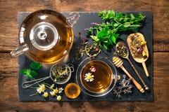 清凉茶用蜂蜜 免版税库存照片