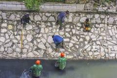 清扫河和河的加强河岸 免版税库存照片