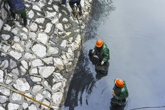 清扫河和河的加强河岸 库存图片