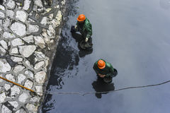 清扫河和河的加强河岸 图库摄影