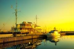 清早光的小游艇船坞 图库摄影