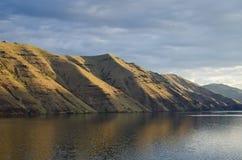 清早升起横跨地狱峡谷的太阳 库存图片