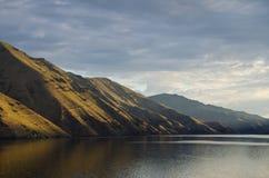 清早升起横跨地狱峡谷的太阳 库存照片