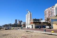 清早海滩前面在德班,南非 库存照片