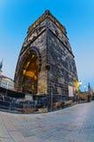 清早耸立在查理大桥在布拉格在sunris 库存图片