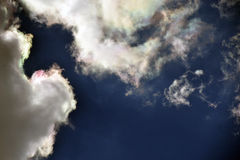 以清楚的天空为背景的风景云彩 免版税库存图片