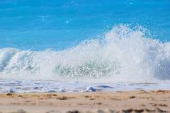 清楚的海波浪 免版税图库摄影