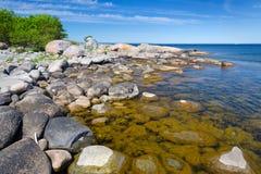 清楚的瑞典海岸 免版税库存图片